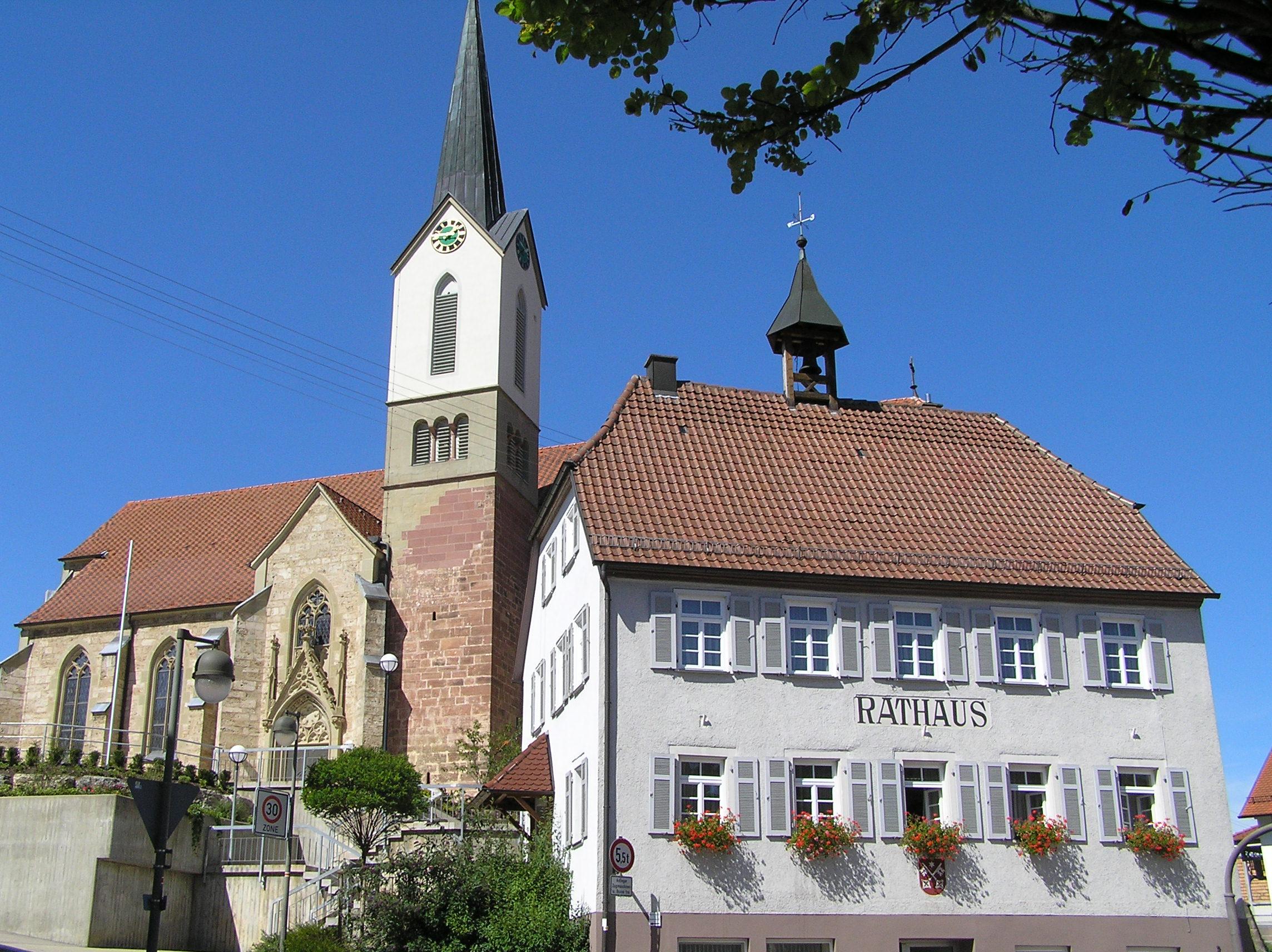 Kirche und Rathaus in Altheim