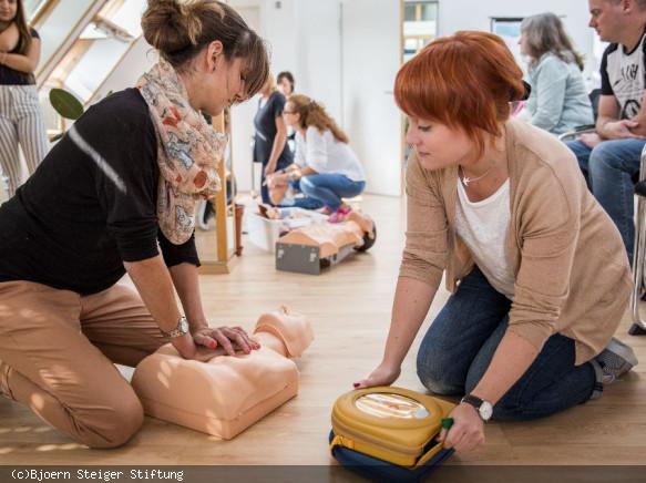 AED-Defribrillatoren richtig bedienen