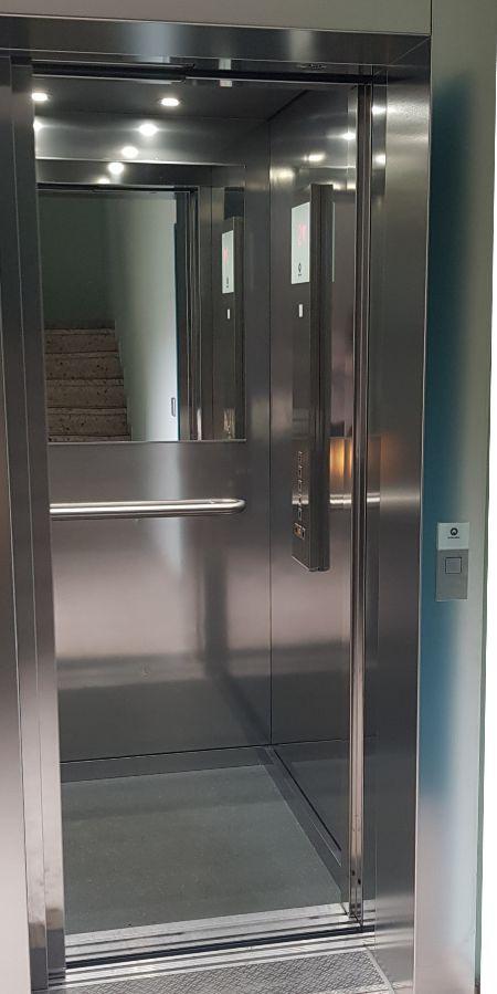 Aufzug im Parkhaus in der Innenstadt